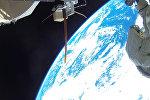 Фото рекордного выхода в открытый космос космонавтов А. Мисуркина и А. Шкаплерова