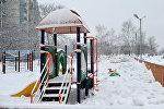 Детская площадка, архивное фото