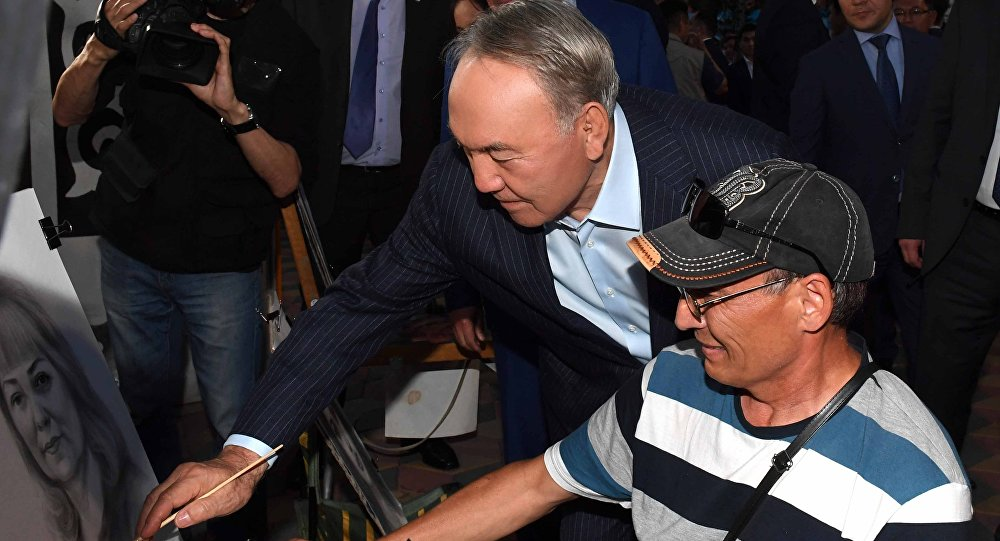 Нурсултан Назарбаев рисует
