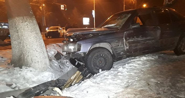 Mercedes и Kia столкнулись на Абая - Масанчи в Алматы