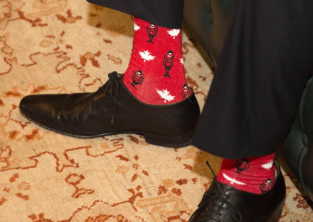 Премьер-министр Ирландии Лео Варадкар в ярких носках