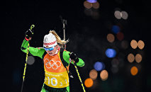 Динара Алимбекова (Белоруссия) на дистанции эстафеты 4х6 км в соревнованиях по биатлону среди женщин на XXIII зимних Олимпийских играх в Пхенчхане