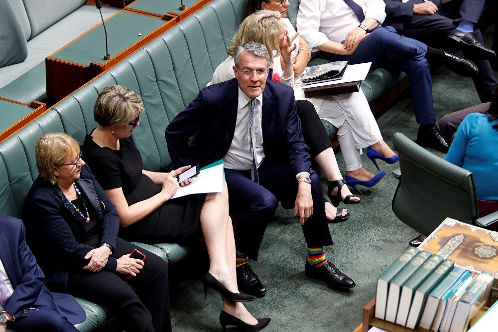 Австралийский лейборист, Генеральный прокурор Теней Марк Дрейфус в радужных носках