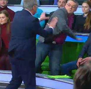 НТВ арнасындағы бағдарлама кезінде төбелес шықты - видео