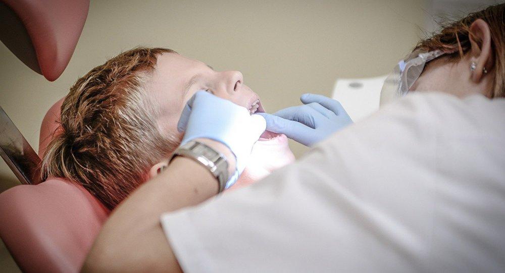 Ребенок на приему у стоматолога, архивное фото