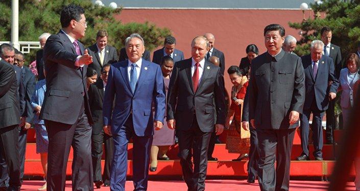 Президенты РФ В.Путин и РК Н.Назарбаев во время визита в Китай, архивное фото