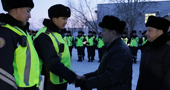 Астанчанин Серикпай Бокушев благодарит спасших его полицейских