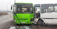 Два автобуса столкнулись в микрорайоне Акбулак в Алматы