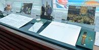 Экспонаты библиотеки первого президента (Назарбаев Центр) на выставке Исторический выбор. Основы государственности