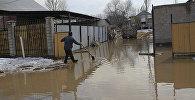 Паводки в поселке Кызылкайрат Алматинской области