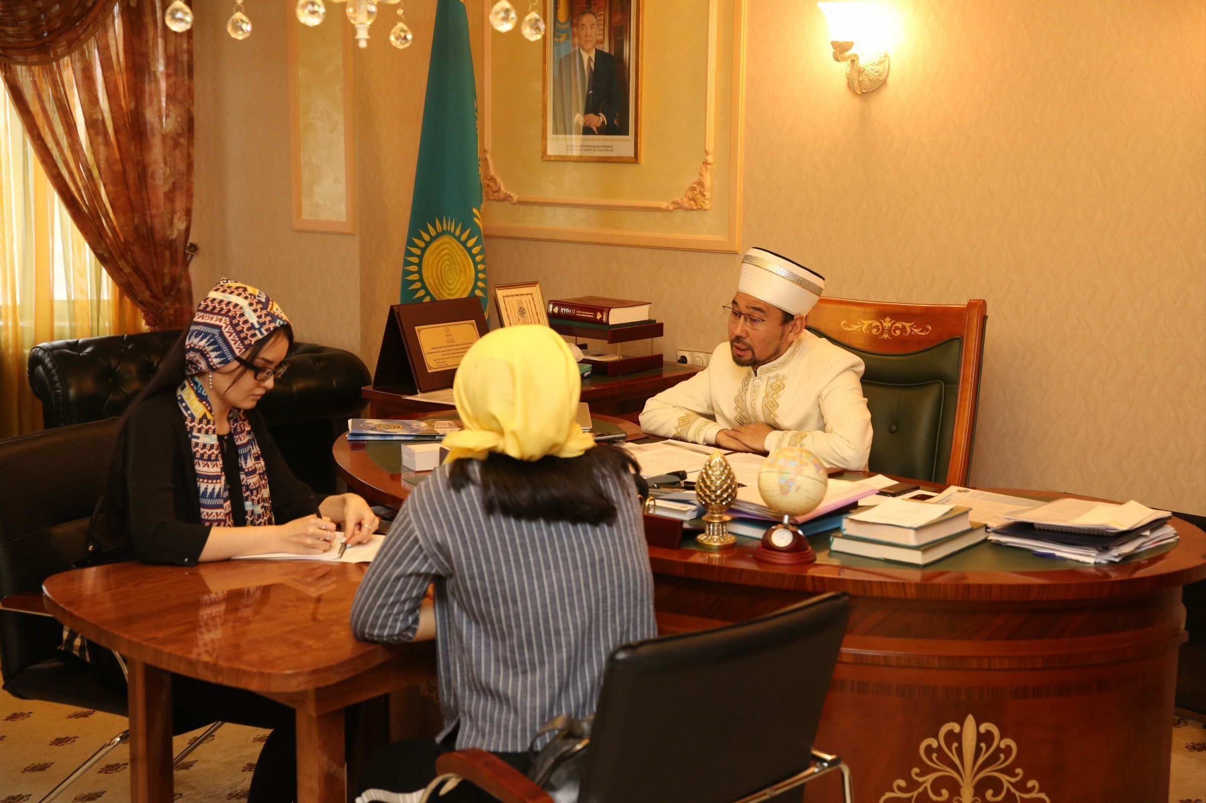 Корреспонденты Sputnik Казахстан во время интервью