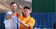 Кішкентай инемен әйнекті тескен монах жұртты таңғалдарды