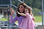 Герцогиня Кембриджская Кейт Миддлтон и принцесса Шарлотта