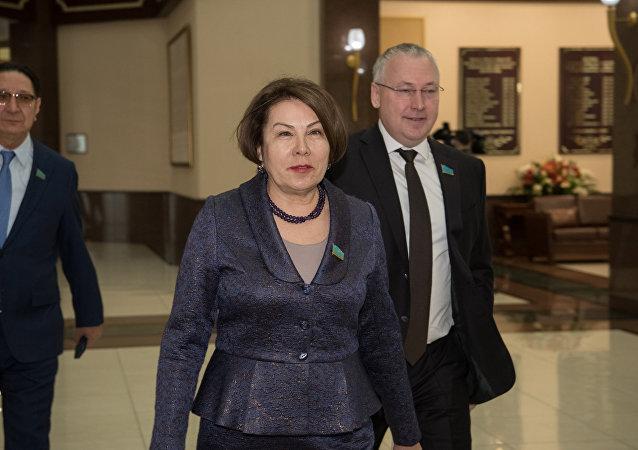 Депутат Гульжана Карагусова, архивное фото