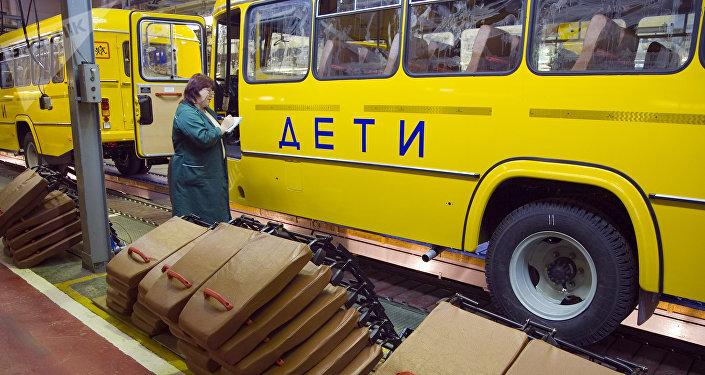 Сборка школьных автобусов, архивное фото