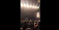 Юрий Шевчук разговаривает с залом на концерте в Астане