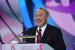 Нурсултан Назарбаев во время концерта Көктем шуағы, посвященного Международному женскому дню
