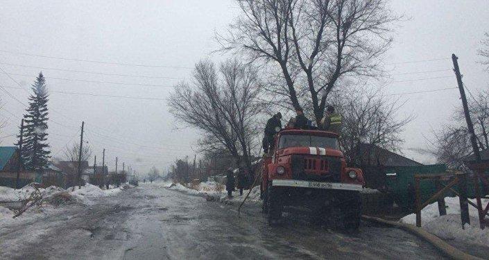 Спасатели ВКО устраняют последствия обильных дождей сразу в нескольких районах области