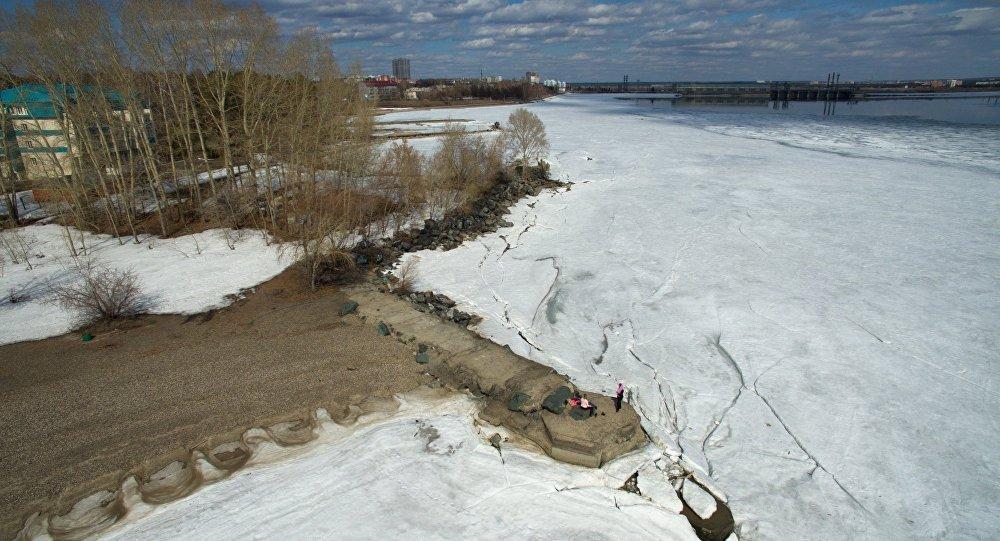 Ледяная вода, архивное фото