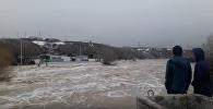 Большая вода хлынула на улицы Восточного Казахстана
