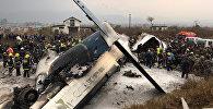 Обломки самолета, разбившегося в Катманду