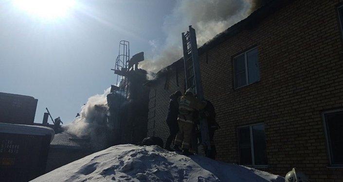 Тушение пожара на СТО в мкр. Юго-Восток