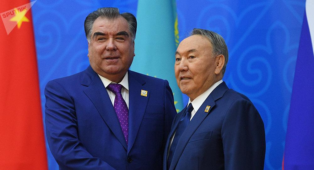 Президент Таджикистана Эмомали Рахмон (слева) и президент Казахстана Нурсултан Назарбаев, архивное фото