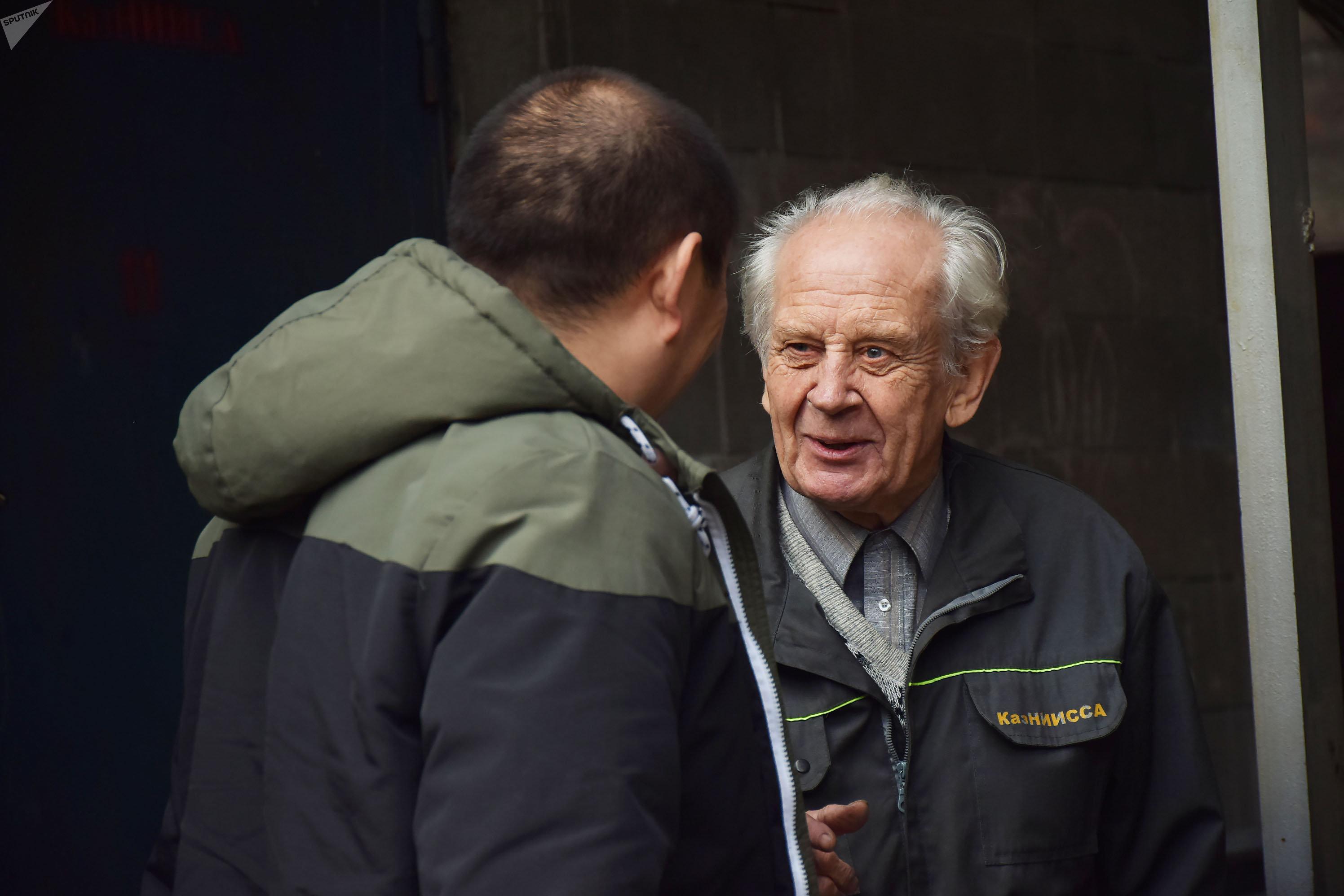 Заведующий инженерной сейсмометрической службы КазНИИСА Владимир Даугавет