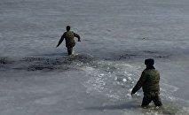 Спасатели на льду