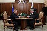 Президент РФ Владимир Путин встретился с Чрезвычайным и Полномочным послом России в Казахстане Алексеем Бородавкиным