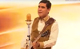 Президент Туркменистана Гурбангулы Бердымухамедов с гитарой