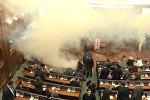 В парламенте Косовo распылили слезоточивый газ