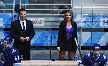 Тренеры Дивизиона Чернышова Галым Мамбеталиев и Дарья Миронова (в центре слева направо) в полуфинальной встрече Матча Звезд - 2018