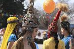 Девушка в казахском национальном костюме, архивное фото