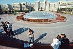 Вид на комплекс зданий Правительства Республики Беларусь со стороны площади Независимости в Минске, архивное фото