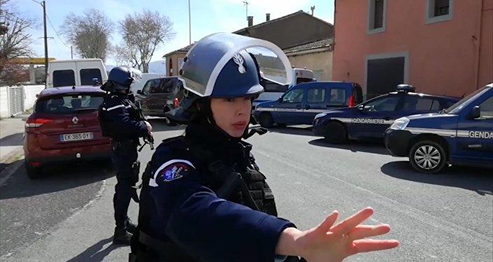 Приверженец Исламского государства захватил заложников в супермаркете в коммуне на юге Франции