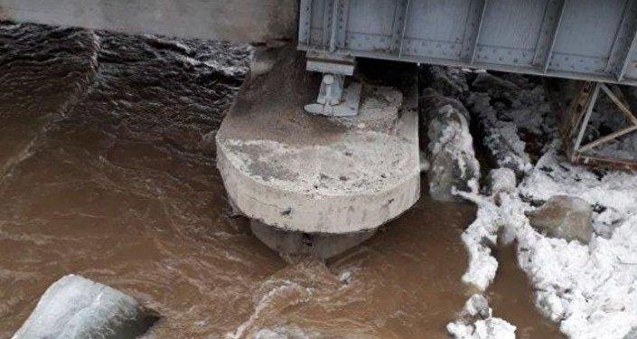 Затор на реке Уба