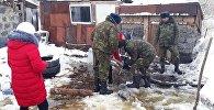 Спасатели откачивают воду со двора частного дома в Глубоковском районе ВКО