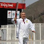 Елбасы Нұрсұлтан Назарбаев олимпиада алауын әкеле жатыр.
