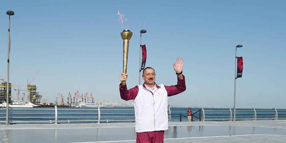Әзербайжан президенті Ильхам Алиев Бакудің теңіз жағасындағы ұлттық саябағында.