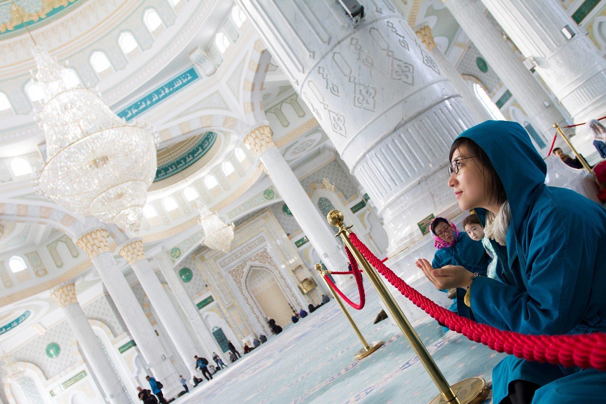 Цянь Фан Юань Цзинь восхитилась красотой столичной мечети Хазрет Султан