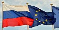 Флаги России, ЕС и Франции на набережной Ниццы