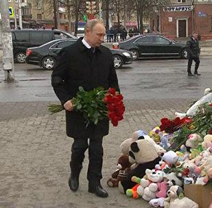 Путин Кемероводағы қайғылы оқиға болған жерге гүл қойды