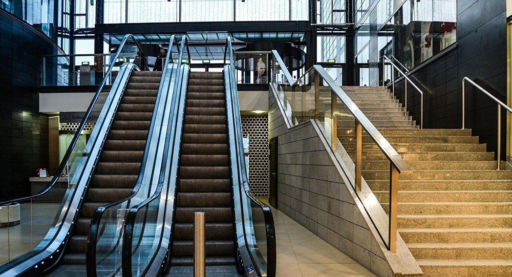 Сауда үйіндегі эскалатор