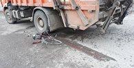 Алматыда велосипед мінген қыз жүк көлігінің астына түсті