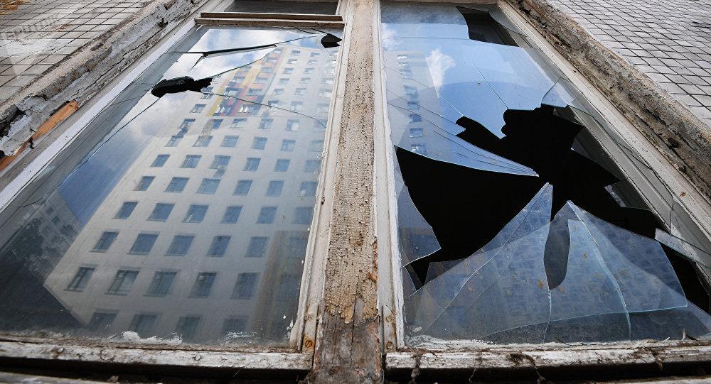 Разбитые окна, архивное фото