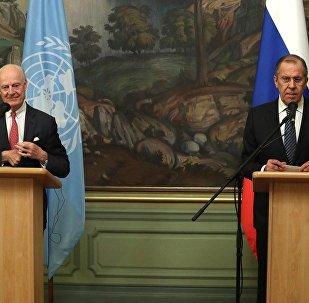 Стаффан де Мистура (слева) и Сергей Лавров