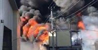 Склад стройматериалов горит во Владивостоке