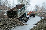 Грузовой автомобиль во время паводков, архивное фото