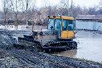 Дорожная техника во время паводка, архивное фото